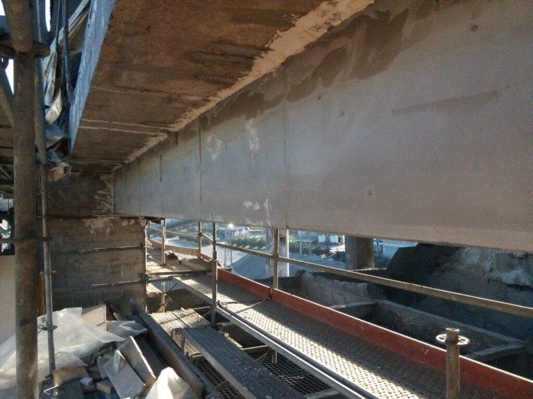 Reparación y refuerzo estructural de viga carril en nave de almacenamiento de graneles