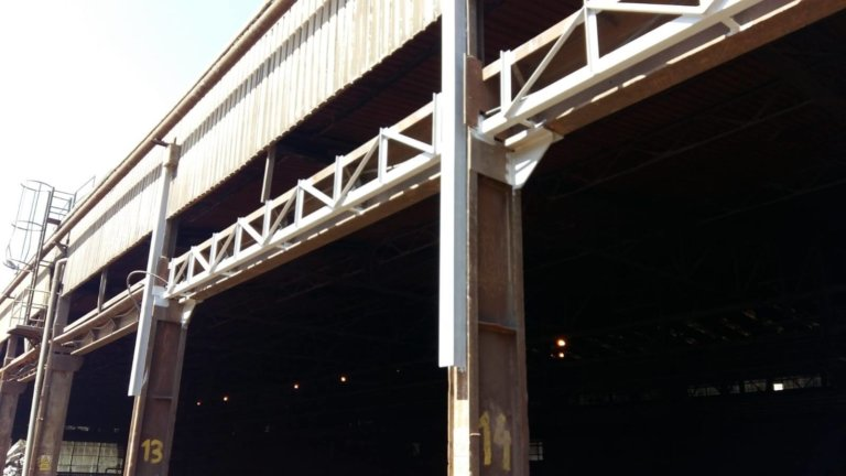Estudio de estructura de puente grúa de nave de chatarra