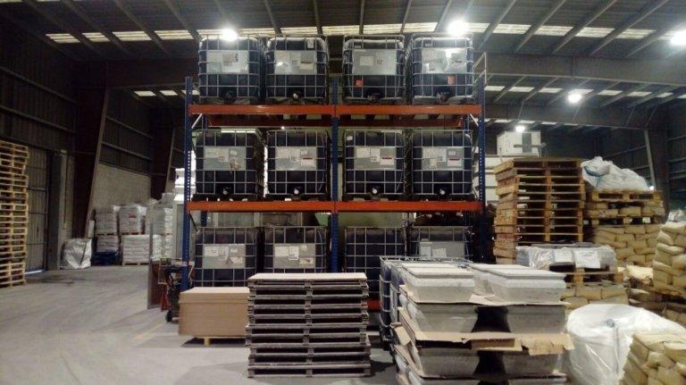 Proyecto de almacenamiento de productos químicos en una fábrica de materiales refractarios