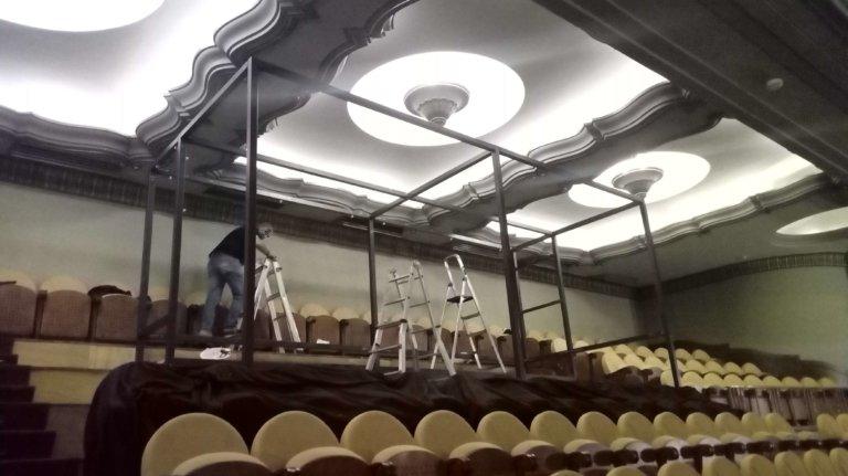 Cabina de proyección cinematográfica desmontable para teatro
