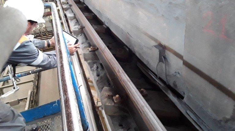 Estudio de los railes de rodadura de un puente grúa en una nave de fundición